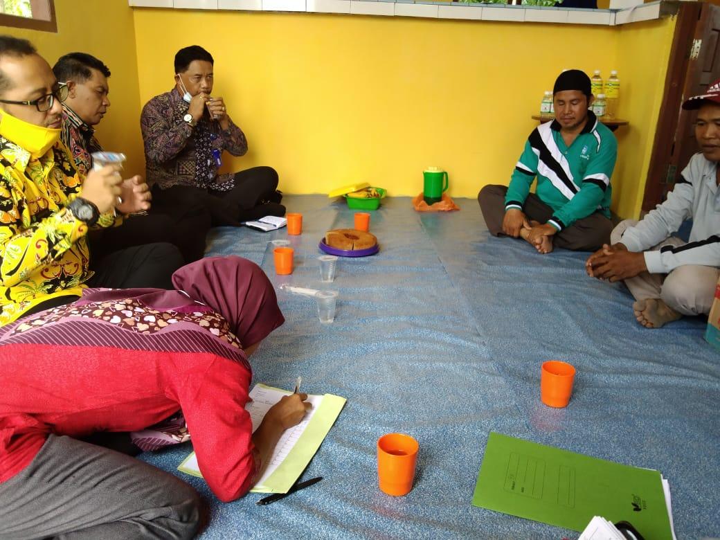 Disbun Inhil Lakukan Pembinaan Kelompok Tani Tani Nyiur Terpadu