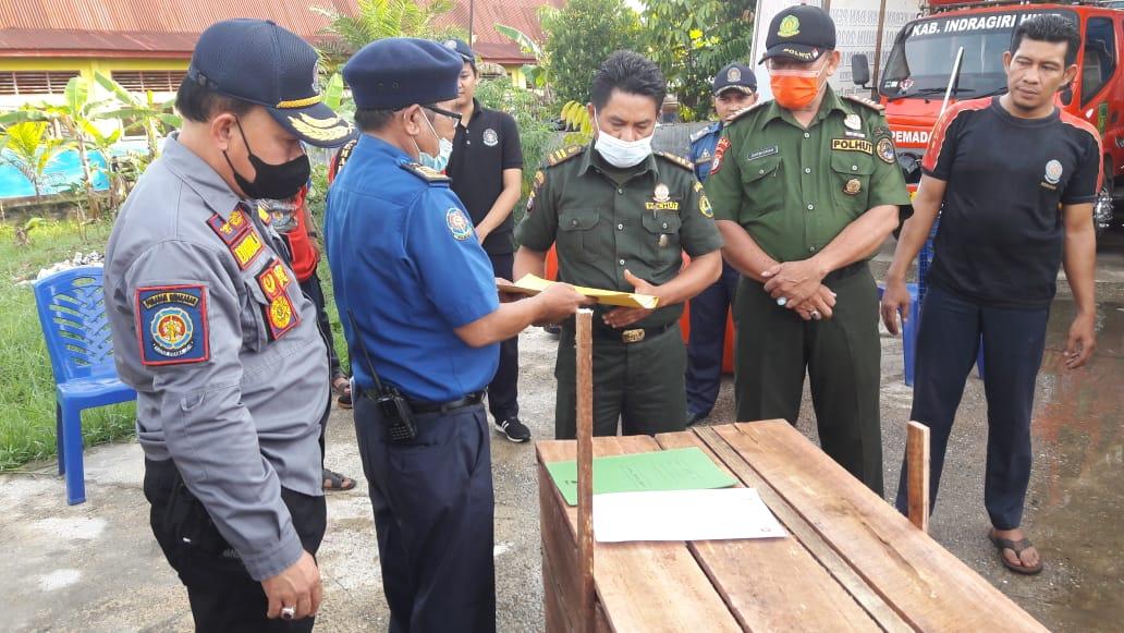 Ular Sanca Batik Sepanjang 7 Meter Diserahkan DPKP Inhil ke BKSDA Rengat