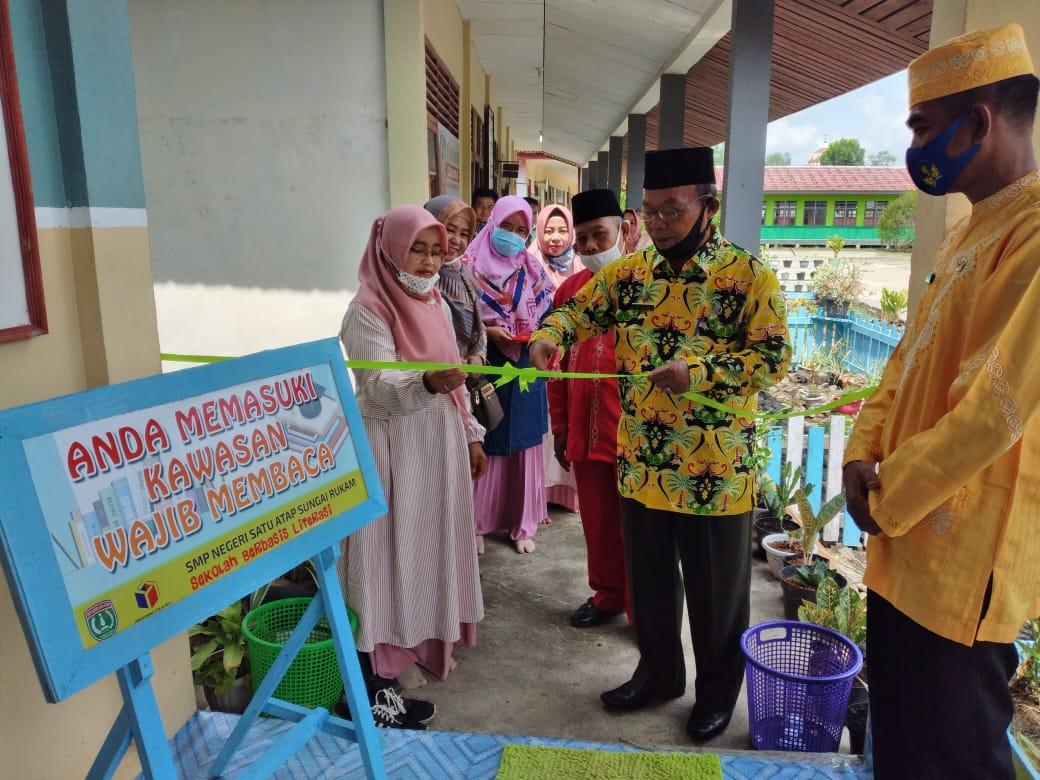 Kepala DPAD Inhil Sebut Perpustakaan Letda M Boya SMPN Satu Atap Sungai Rukam Layak Jadi Rujukan di Enok