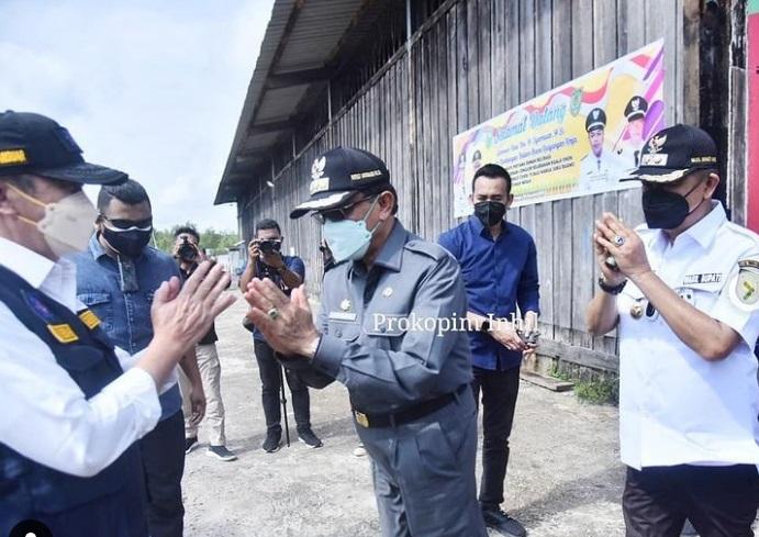 Gubri bersama Bupati Inhil Lakukan Peletakan Batu Pertama Relokasi RLH Masyarakat Suku Duano